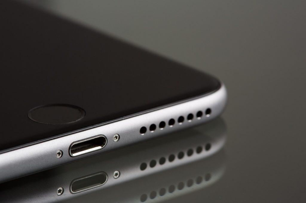 モノクロの携帯